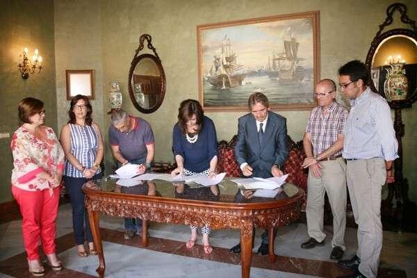 El ayuntamiento firma el acuerdo que eliminar la for Oficina correos melilla