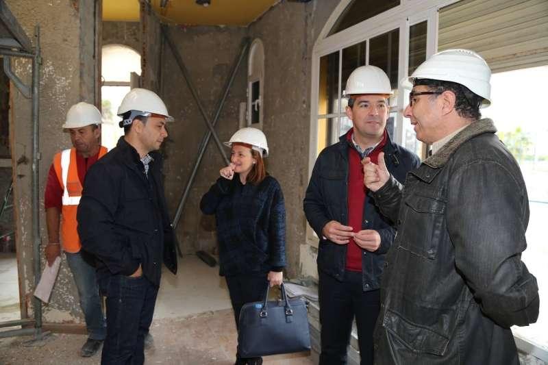 Barras Para Minusvalidos Baño Segunda Mano:El alcalde visita las obras de remodelación del bar del mirador de